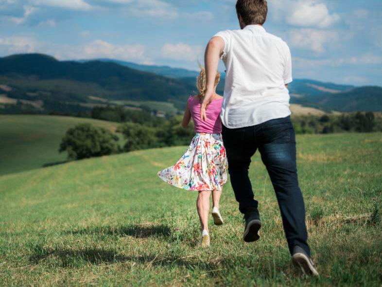 Rande Banska Bystrica luka nahanacka zabava slnecny den priroda vyhlad kopce